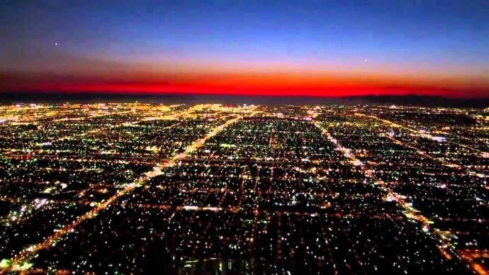 Νυχτερινές διαδρομές πάνω από το Λος Άντζελες