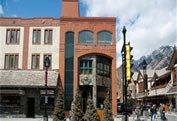 Banff Motels – A Guide to Inns and Motels in Banff Alberta #hotels #in #nottingham http://hotel.remmont.com/banff-motels-a-guide-to-inns-and-motels-in-banff-alberta-hotels-in-nottingham/  #banff motels # Motels Inns Located just 3 blocks from downtown Banff, the Banff Red Carpet is a good choice for budget minded visitors, with several room types ranging from 1 to 3 beds, plus some Jacuzzi rooms. All rooms have en suite bathroom, mini fridge, free wireless internet and air conditioning…