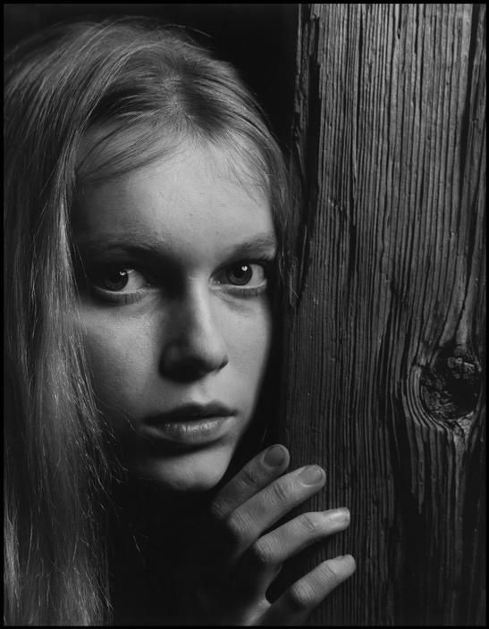 Philippe Halsman 1964. The American actress Mia FARROW.