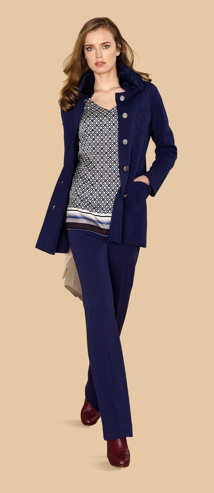 Pantalón azul marino con chaqueta tres cuartos a juego y jersey estampado #trend #fall #winter #2013