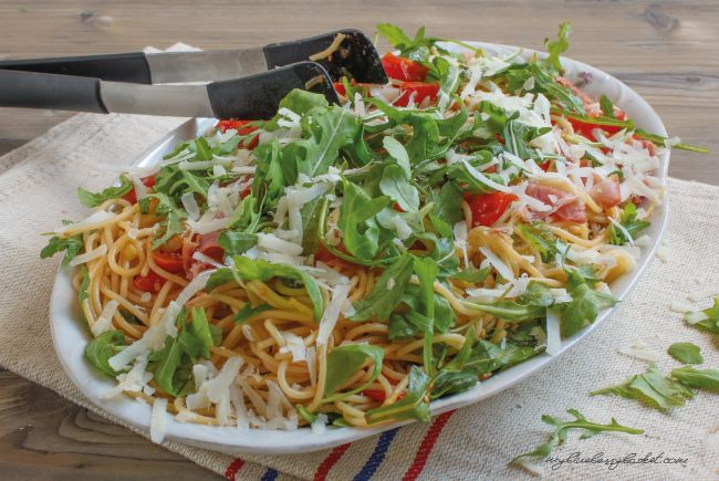 Spaghetti mit Serrano-Schinken und Rucola