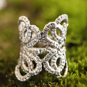 Tatted sterling ring from http://kajsjewelry.com $140