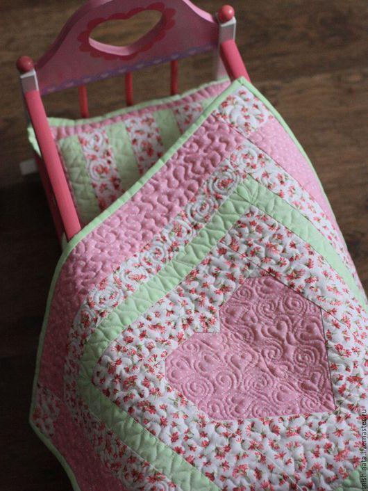 """Кукольный дом ручной работы. Ярмарка Мастеров - ручная работа. Купить Кукольное лоскутное одеяло """"Розовая нежность"""". Handmade."""