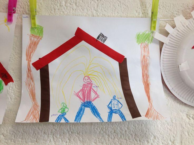 Huis zelf laten meten met een dak. Stroken op papier plakken. Daarna het gezin erin laten tekenen.