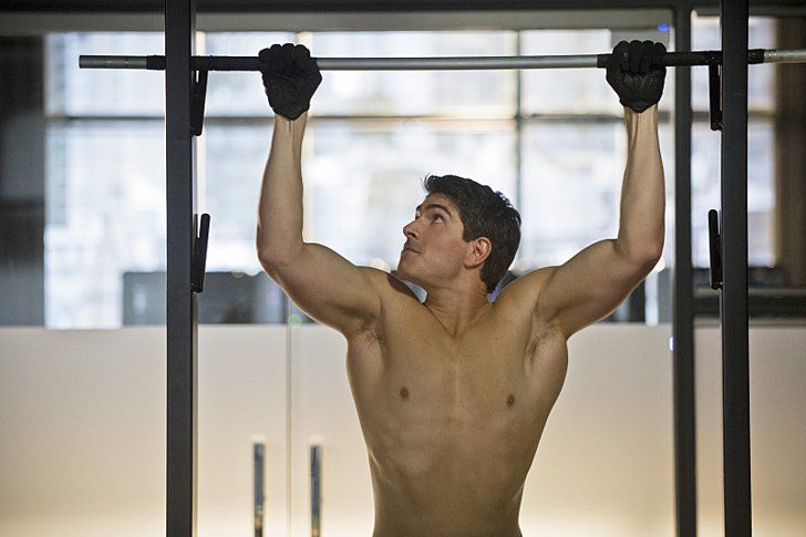 Pin for Later: The Sexiest TV Moments of 2014 Arrow Turns out that Ray (Brandon Routh) also enjoys those insane Arrow-style pull-ups.