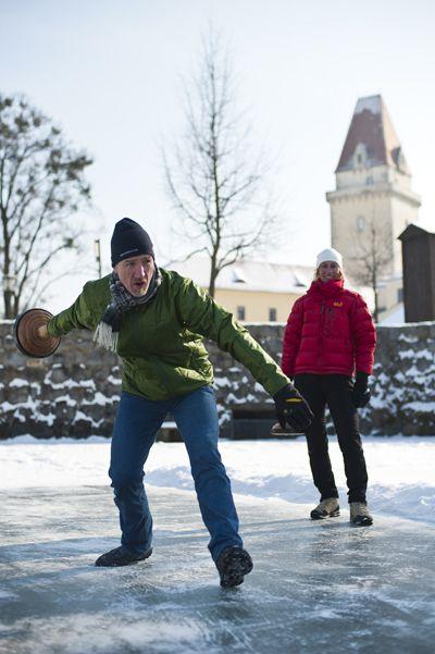 Das #Mühlviertel beim #Eisstockschießen entdecken. Weitere Informationen zu #Winterurlaub im Mühlviertel unter www.muehlviertel.at/winteraktivitaeten - ©Tourismusverband Mühlviertler Kernland/Erber