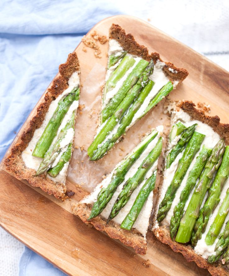 Seasonal vegan asparagus tart. It's grain and gluten-free and paleo friendly too. thelittleplantation.co.uk