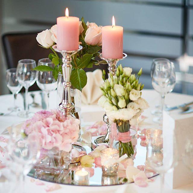 #Wedding #Table #flowers #centerpiece #Hochzeit #tischdeko #candlelight #beautiful #blogger_de #blogger #hochzeitsblog #blog #rosa