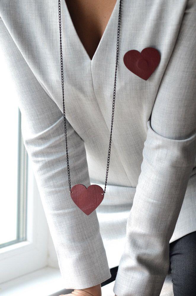Un preferito personale dal mio negozio Etsy https://www.etsy.com/listing/252909095/red-heart-leather-pendant-leather