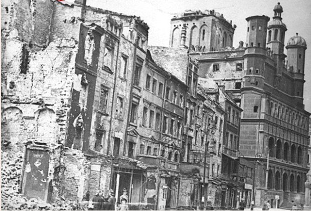 Poznań ( Poland) Stary Rynek ( Old Market) lata 40ste, po bombardowaniu - forties, after the bombing