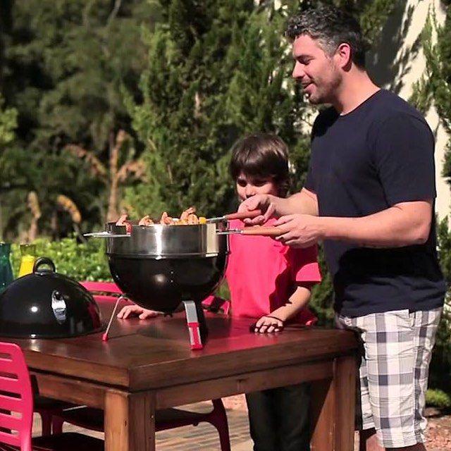 Com um visual moderno e prático para transportar, a churrasqueira a carvão TCP 320F da Tramontina é ideal para o churrasco em família e para comemorar o Dia dos Pais em boa companhia! #CasaCampos #Iguatemi #Campinas #presente #lojaonline #churrasqueira #Tramontina #churrasco #diadospais