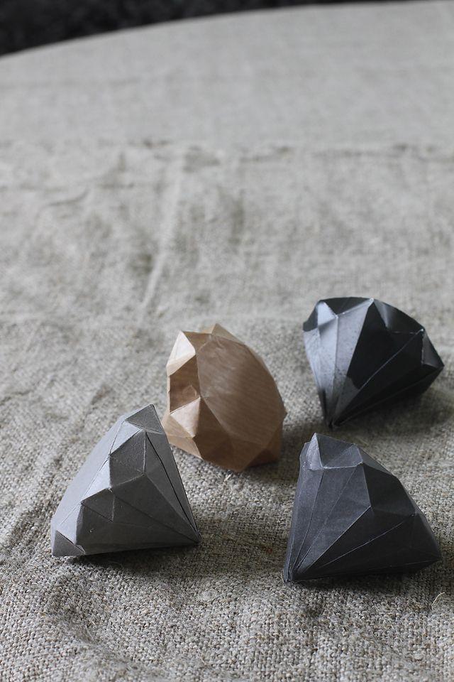 DIY - Paper diamonds.