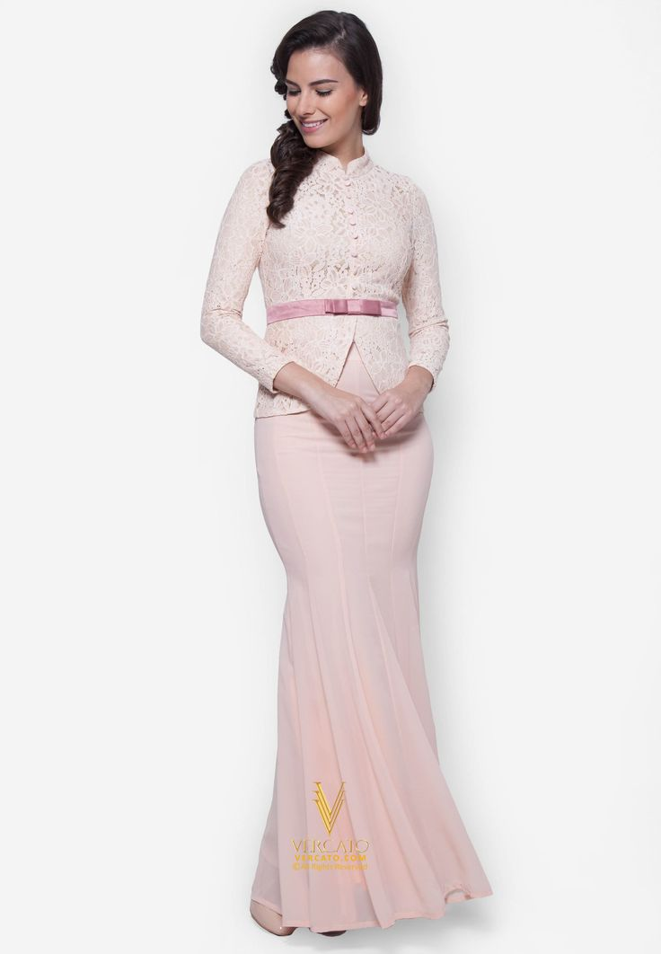 Baju Kebaya Lace with Bow Detail - Vercato Safira in Pink. Buy Baju Kebaya with laced top and flowy skirt. SHOP NOW: www.vercato.com.