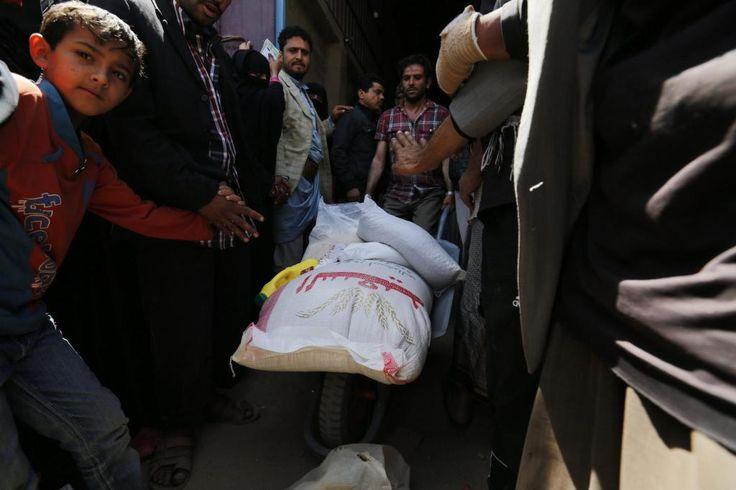 Hilfsorganisationen verteilen Nahrungsmittel an die Bewohner der Hauptstadt Sanaa