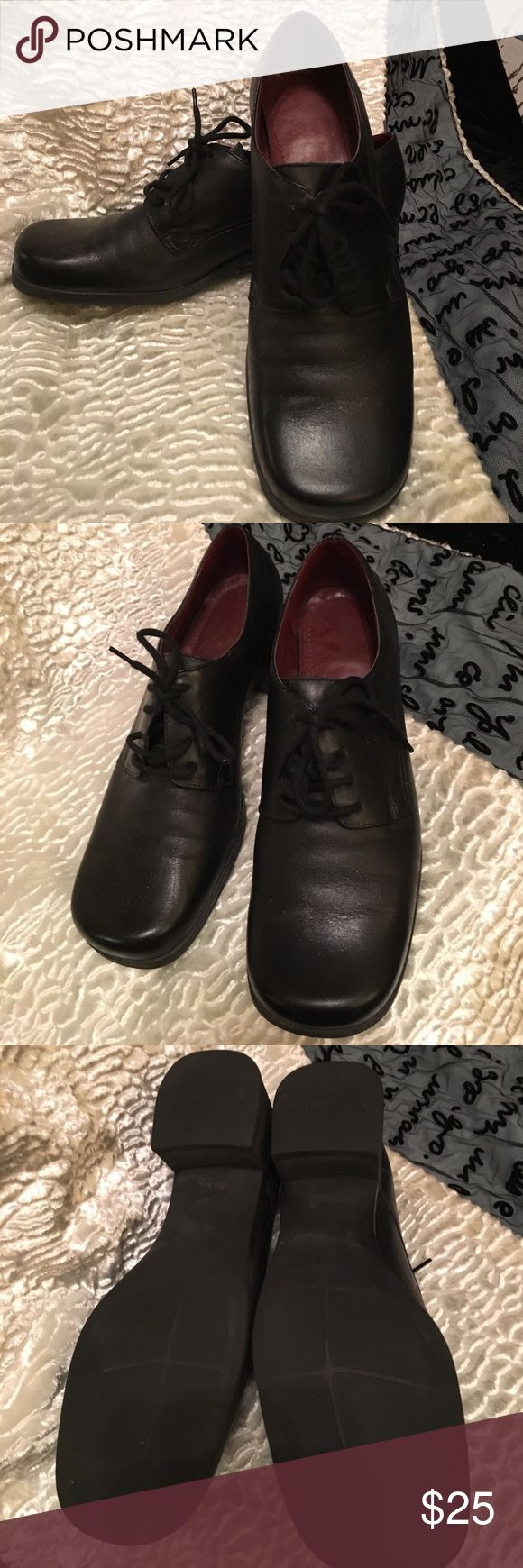 Naturalizer lace up ladies shoes black. Sz 6.5 These woman's Naturalizer shoes are in excellent condition. They are size 6.5. They lace up and have a 3 cm heel. Naturalizer Shoes Heels