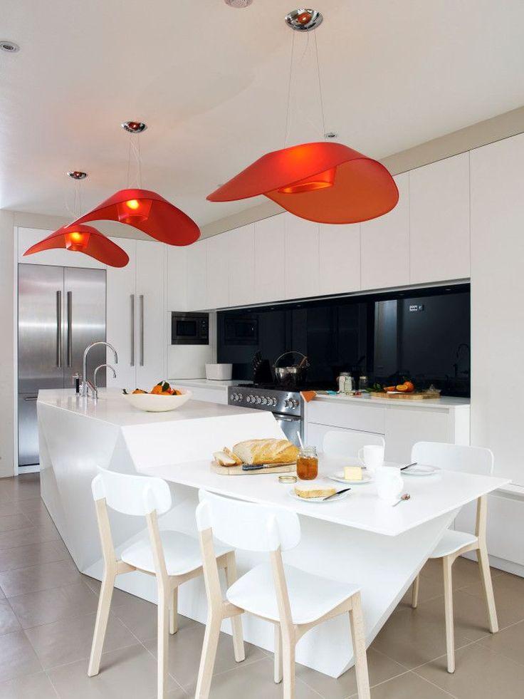 70 идей мебели для кухни: стили, виды, материалы http://happymodern.ru/mebel-dlya-kukhni/ Белая японская кухня с ярко-оранжевыми светильниками