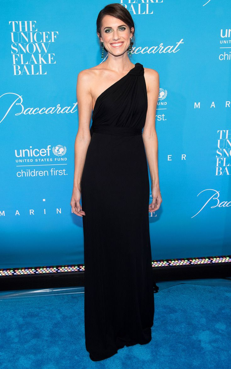 Allison Williams in Carolina Herrera
