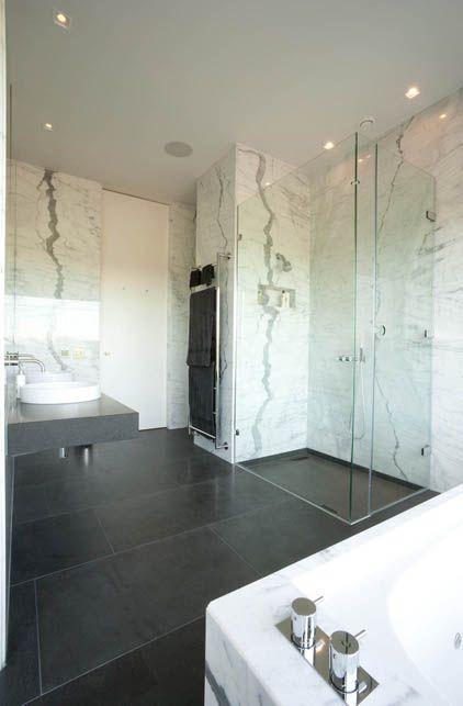 Sonning – Statuario Marble Basalt Bathroom