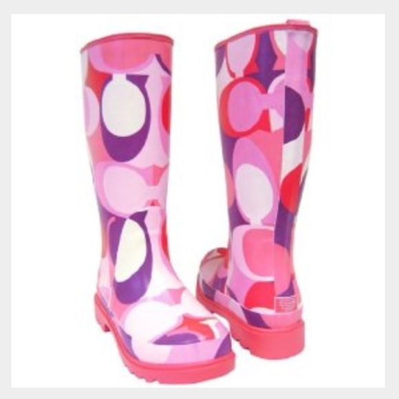 Coach Rain Boots Pink Coach Rain Boots size 6. Light scuffs on the outside that may come off with a little TLC ❤️ Coach Shoes Winter & Rain Boots