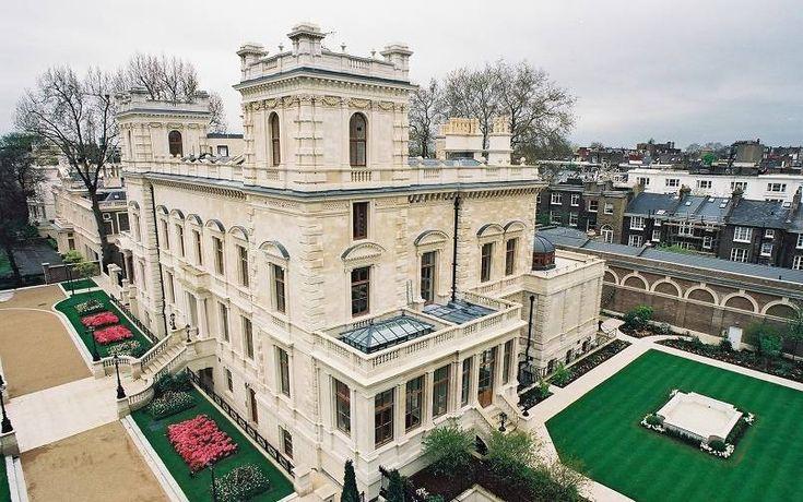 18-19 Kensington Palace Gardens. Rumah ini dimiliki oleh Lakshmi Mittal, seorang kepala Arcelor Mittal, produsen baja terbesar di dunia, serta merupakan salah satu dari 10 orang terkaya di India, menurut majalah Forbes. Rumah berharga USD 222 juta atau sekitar Rp3,108 triliun ini terletak di London, Inggris, berada di sisi rumah Pangeran William dan Kate Middleton. Rumah ini memiliki fasilitas 12 kamar tidur, pemandian ala Turki, kolam renang indoor, serta mampu menampung parkir 20 mobil.