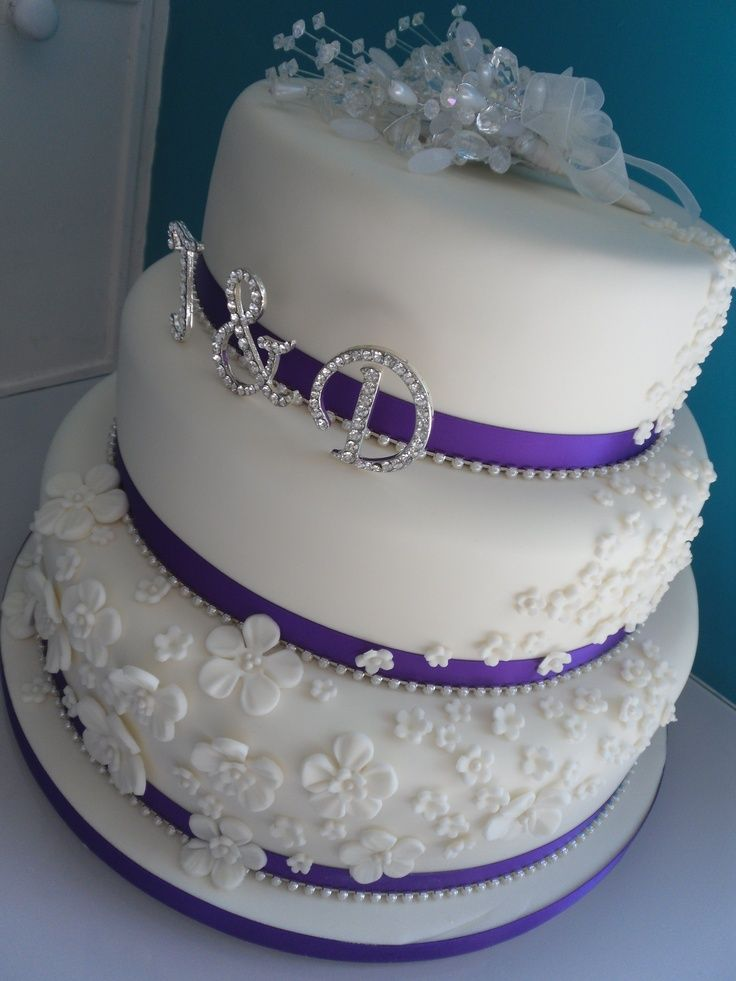 cakes for weddings 63 best bling cakes images on bling cakes 2372