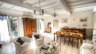 Le salon des chambres d'hôtes et gîte à vendre à St-Verand dans le Beaujolais