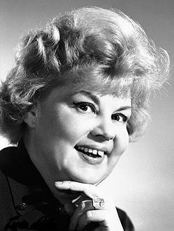 Lorán Lenke (1927-) Jászai Mari-díjas magyar színésznő, érdemes és kiváló művész, a Halhatatlanok Társulatának örökös tagja.