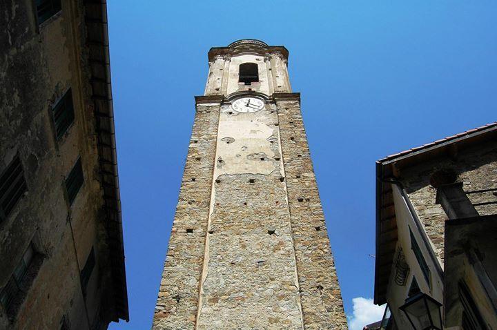 Castelvittorio (IM) campanile della Chiesa Parrocchiale di Santo Stefano.