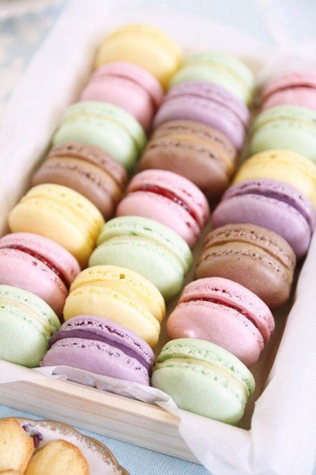 Pastel macarons in a box. Repinned by Anges de Sucre. www.angesdesucre.com #angesdesucre