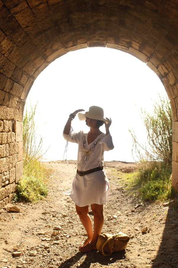 Glam up the beach. Essential beachwear Italian style #kaftan #sunhat #curvy #curves #sunset