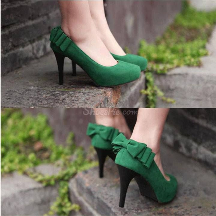 Green heels....Gah! with bows, no less....what is that, Kelly Green?                                                                                                                                                                                 More