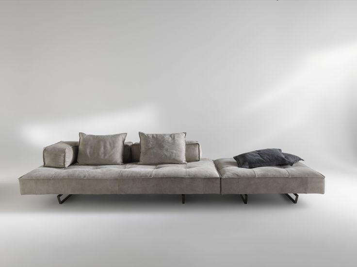 Cardo è un #divano modulare dal design moderno che offre infinite possibilità di personalizzazione. I diversi elementi disponibili, pensiole, basi, schienali e cuscini, possono essere configurati per soddisfare al meglio le tue esigenze. By Viadurini Collezione Living. [www.viadurini.it]