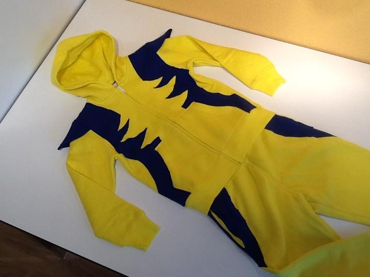 Wolverine kostuum gemaakt van H joggingpak en blauwe joggingstof.