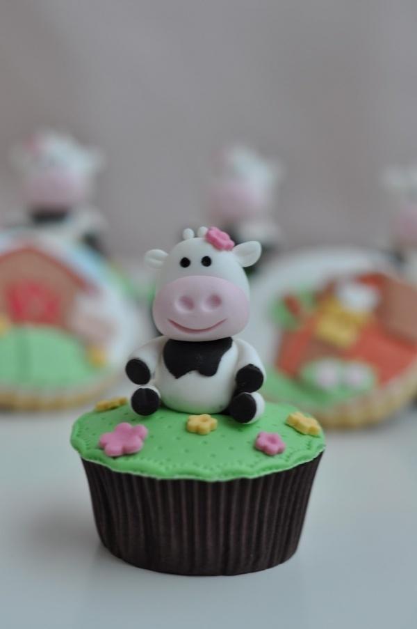 Cow Cupcakes Farm Cakes Cupcakes Cupcake Cakes Cow