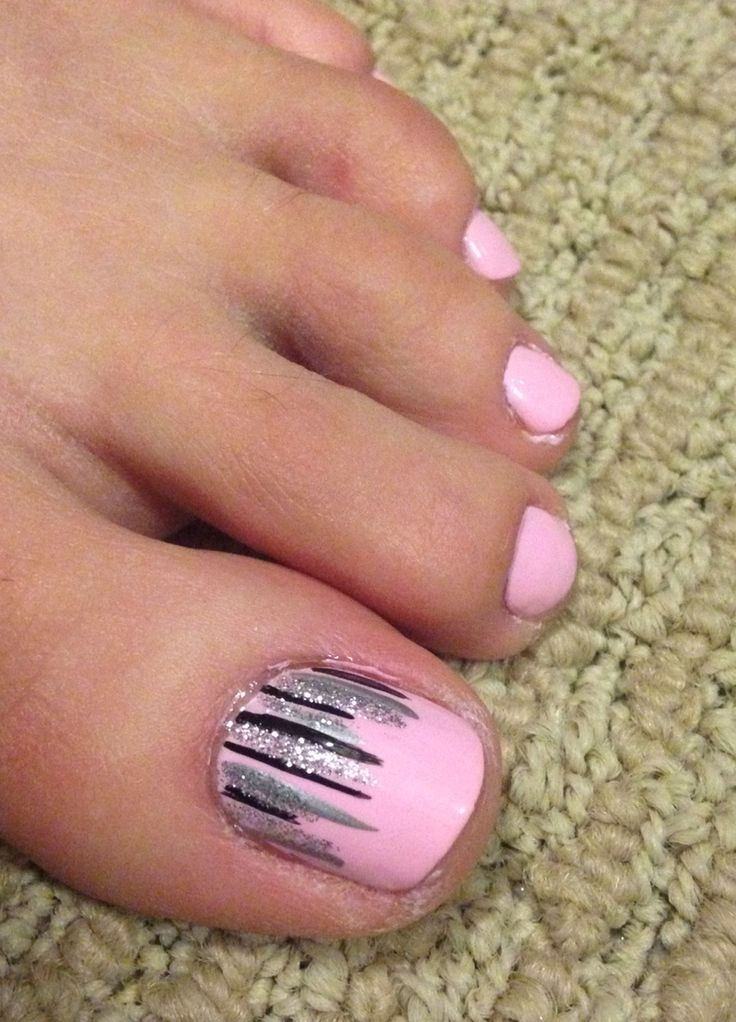 Pretty pink toe nails with easy nail art on the big toe
