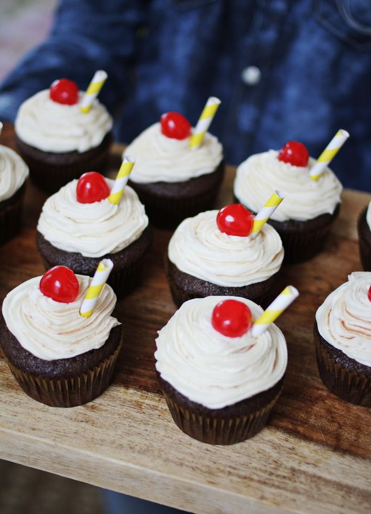 Delicious root beer float cupcakes!