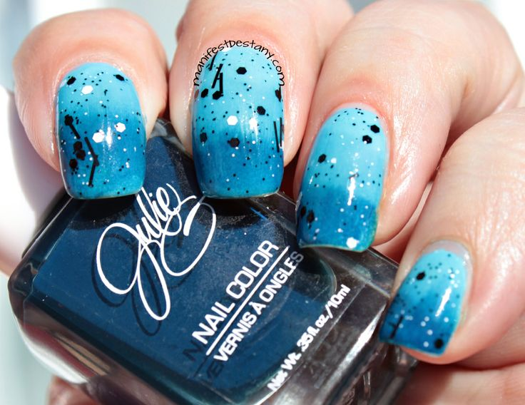 Manifest Destany: Nail art - a blue gradient with black and white glitter