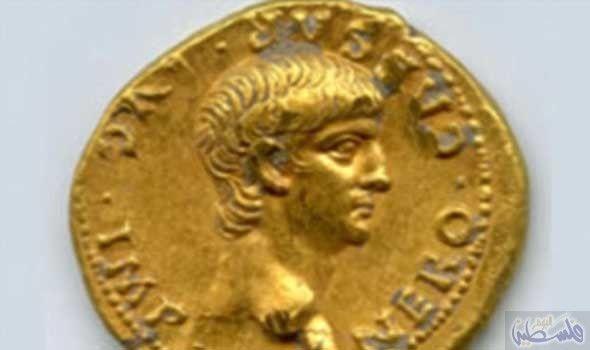 علماء الأثار يكتشفون عملة معدنية ذهبية استثنائية كشف علماء الأثار في القدس عن عملة ذهبية نادرة تحمل صورة الامب Ancient Roman Coins Rare Gold Coins Gold Coins