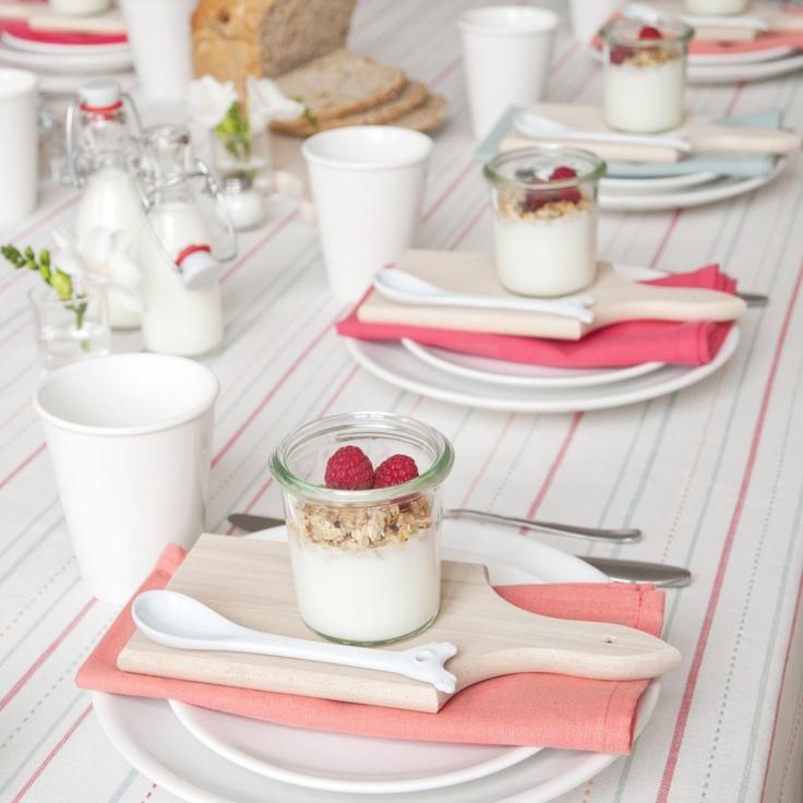 Ontbijt - Dille & Kamille. Mooi gedekte tafel.