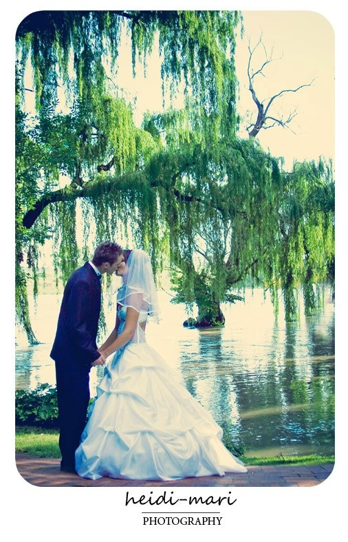 Stonehaven is 5 acre river estate with over 1000 rose bushes and is an ideal place for Weddings as it is located on the Vaal River in Gauteng, 45 mins from Joburg