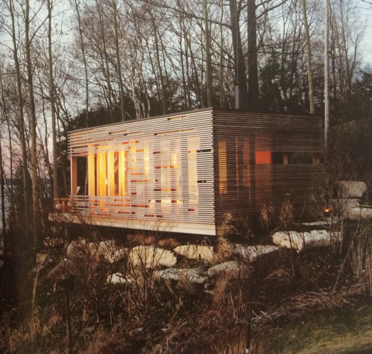 Sunset Cabin: Architect - Taylor Smyth Architects. Location - Lake Simcoe, Ontario, Canada. Size - 25.5m.