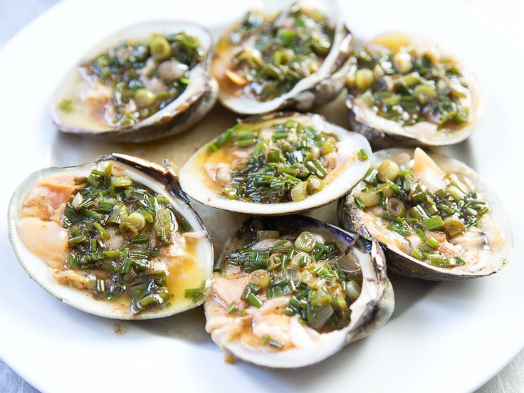 Jacques Pepin's Trick for Shucking Clams Without the Hassle