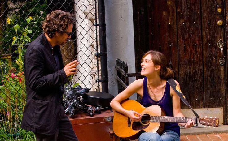 """""""Can A Song Save Your Life?"""": Entzückendes Musikmärchen - Nach """"Once"""" legt John Carney wieder einen charmanten Musikfilm vor. Zur Filmkritik: http://www.nachrichten.at/freizeit/kino/filmrezensionen/Can-A-Song-Save-Your-Life-Entzueckendes-Musikmaerchen;art12975,1484332 (Bild: Constantin)"""