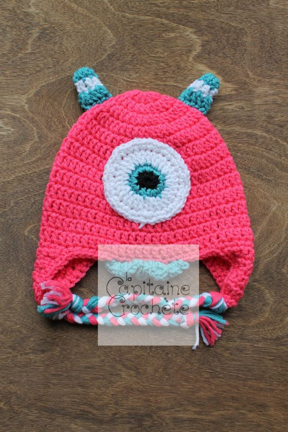 SALE 2-5 years old hat monster pink white by LaCapitaineCrochete