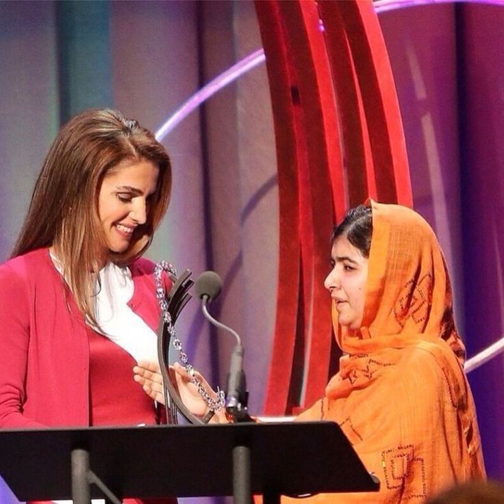 jordanianroyals:  Queen Rania sent a message of congratulations to Malala Yousafzai, the young Pakistani education activist, for winning the 2014 Nobel Peace Prize, October 10, 2014.  Pictured:  Queen Rania presented the Leadership in Civil Society Award to Malala a few weeks ago at the Clinton Global Iniative Citizen Awards Dinner, New York, September 2014.