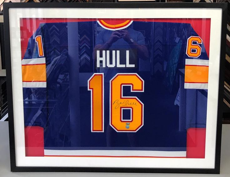 🏒Brett Hull St. Louis Blues jersey custom framed to last a lifetime! Come see why we're Denver's sports framing expert! #denver #colorado #jerseyframing #sportsframing #stlouisblues #bretthull