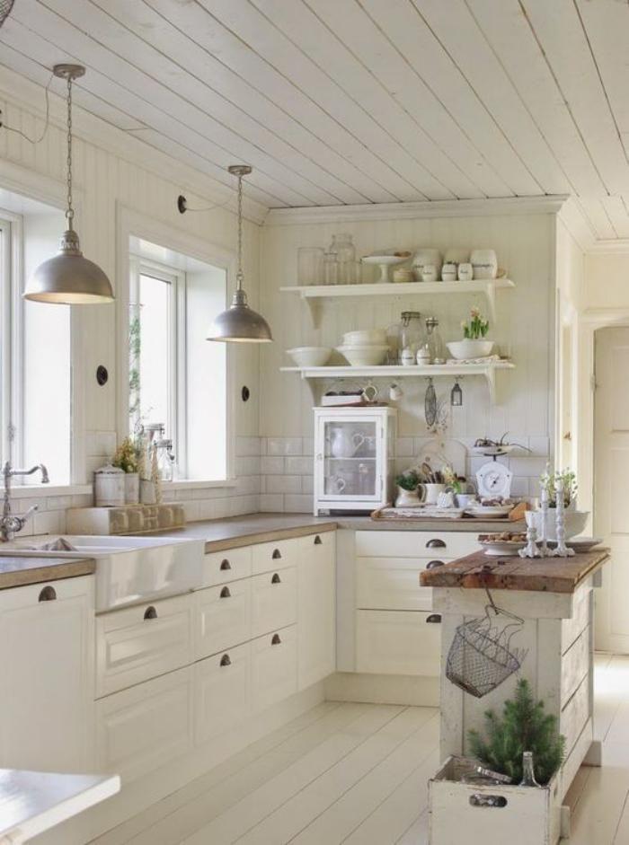 cusne blanche et bois, cuisine toute blanche avec comptoirs blancs