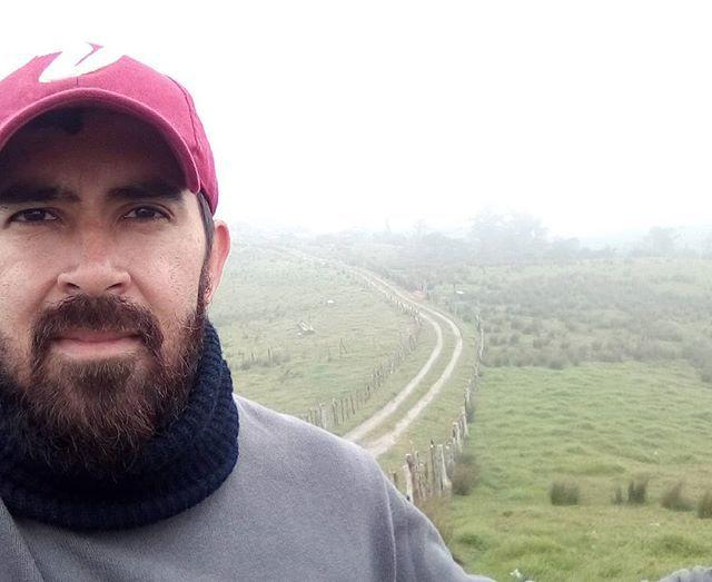 Un domingo cualquiera sin filtro en este pedazo de nosotros...  #moncadad #sunday #domingo #lamontaña #copadesombrero #frio #itscoldhere #nature #selfie #quehijueputafrio #capacho #tachira #sinfiltro #beard #bearded