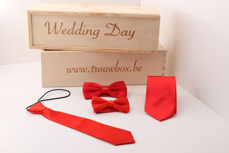 Het is altijd leuk als een kind en zijn vader het zelfde kostuum aan hebben op feestelijkheden. Hier op deze trouwbox webshop kunnen ze ook de zelfde accessoires  verkrijgen.  In deze kind en vader box zitten 1 rode stropdasje en 1 rode vlinderdasje voor het kind en 1 rode stropdas en 1 rode vlinderdas voor de vader. Zorg dat jullie alle aandacht naar jullie toe trekken met deze accessoires. . http://justmerried.luondo.nl/12145441/rode-dasje-en-strikje-kind--das-en-strik-man