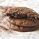 Σοκολατένια cookies χωρίς αλεύρι και βούτυρο!
